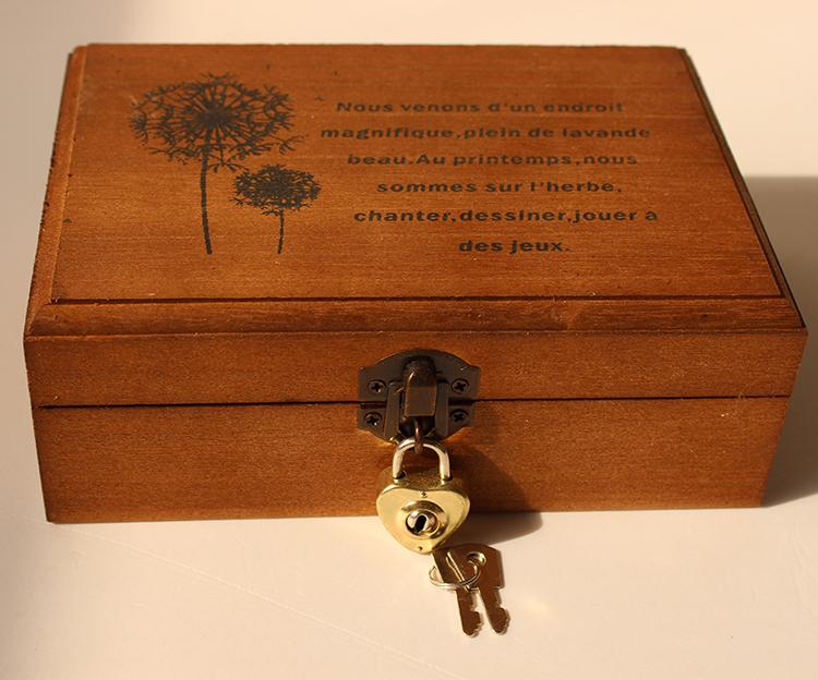 锁住的小箱子_zakka带锁复古色木盒子 桌面收纳盒 明信片收纳小箱子木 礼品盒商品