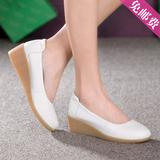 夏季工作舒适圆头小白鞋女单妈妈鞋坡跟白色真皮护士鞋牛筋底包邮
