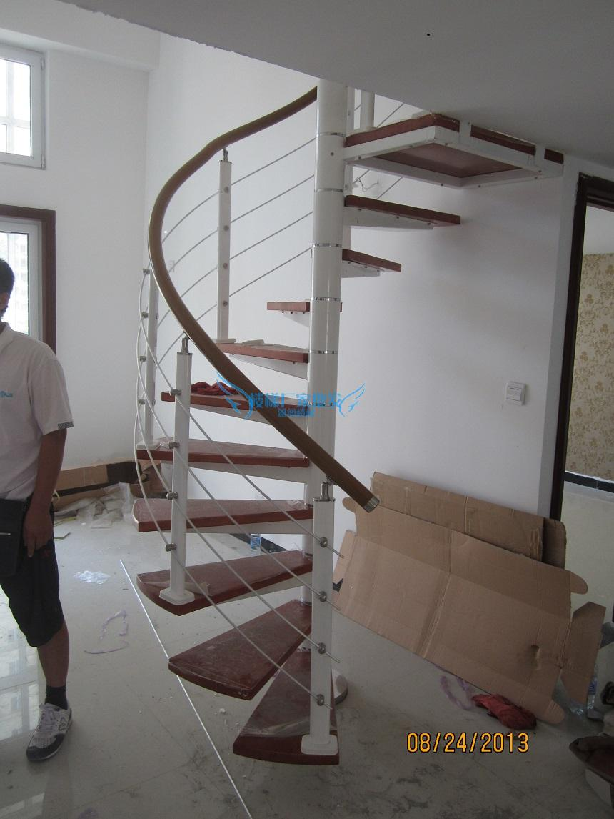 楼旋转楼梯 复式楼梯 钢木家用室内楼梯 可定制 护栏实木踏板批发商图片