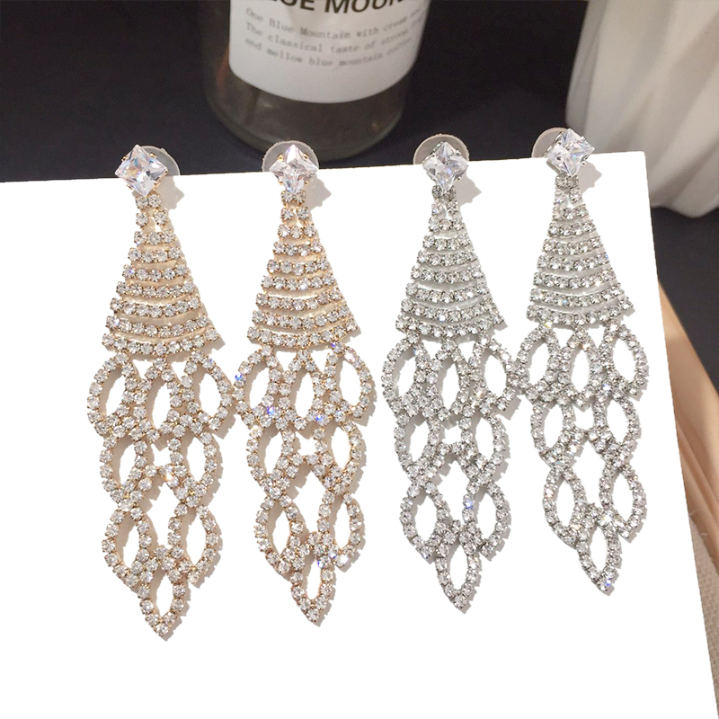 Glamorous jewelry Korean version of the new fashion personality full of diamonds and pull flowers a hundred fashion silver needle earrings super fairy earrings.