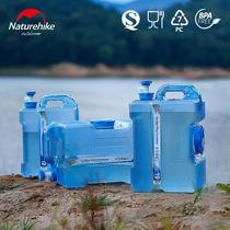 Move the customer outside drinking pure water bucket will carry the tap plastic storage tank PC cover home.