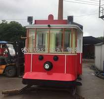 Manufacturers custom red retro metal tram model comedy mall scenic tram selling car dining car shop