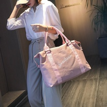 。 Korean version of the travel bag women carry-on light luggage bag short-distance large-capacity travel trip.