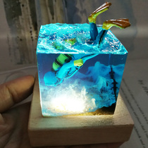 Cultural and creative handicrafts resin ocean Cube healing system diver fish tank desktop decoration USB night light