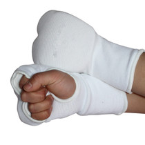 Very real boxing gloves karate goggles exposed finger two rows and refers to a hit gloves taekwondo gloves