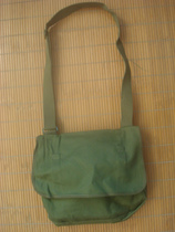 Stock old goods old-fashioned bags green bags old-fashioned one-shoulder backpacks.