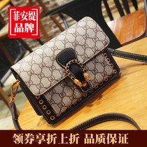 Small CK limited leather handbags foreign advanced sense 2019 latest version of the new wild chain Messenger net red packet
