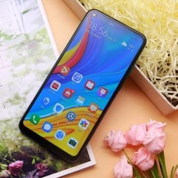 华为畅享10:全息幻彩设计引领手机时尚